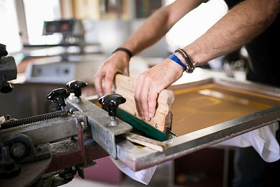 为什么你的玻璃油墨老掉?够力拉定制的油墨抗住了1000小时的烘烤
